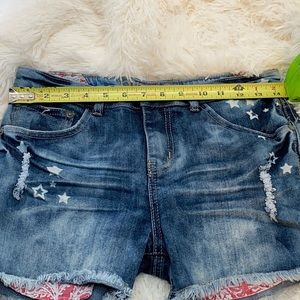 Cute jeans shorts  see dimension in pictures